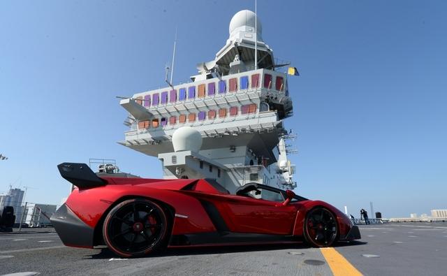 Veneno Roadster su portaerei Cavour 2_980px.jpg