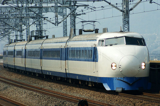 800px-Shinkansen_0-series.jpg